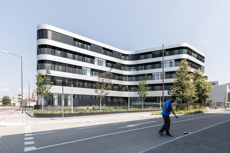 009-erlangen-hochstadt-district-administration-office-by-alleswirdgut