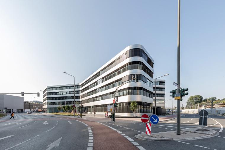 008-erlangen-hochstadt-district-administration-office-by-alleswirdgut