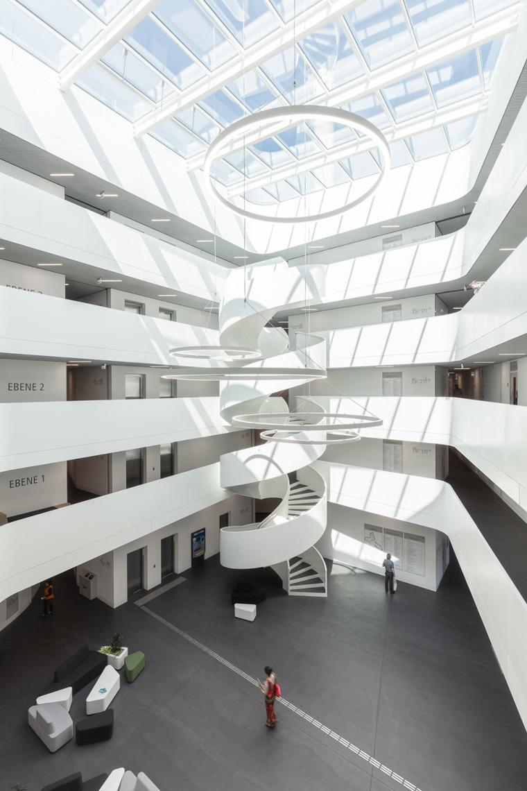 015-erlangen-hochstadt-district-administration-office-by-alleswirdgut