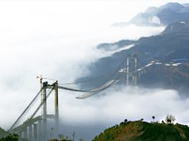 艰险山区钢箱加劲梁悬索桥上部结构施工关键技术