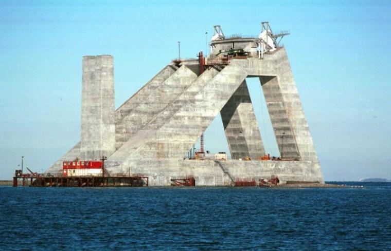 三角形空腹构架式重力锚