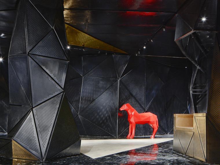 """[浙江]映赛设计-台州结晶体""""黑色晶体中的电影院""""室内设计方案"""
