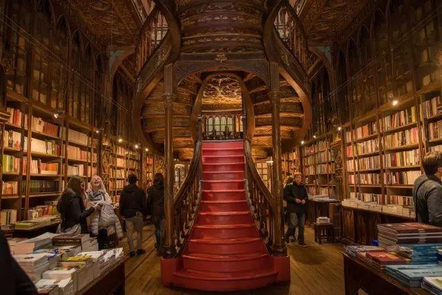 哈利波特中书店的门前广场是如何成就伟大场所的
