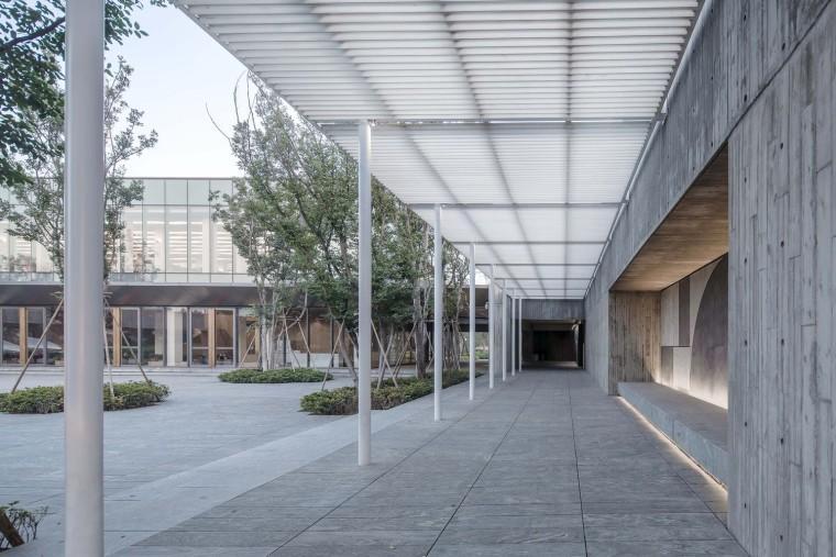 郑州普罗理想国艺术文化中心-10_主庭院与连廊