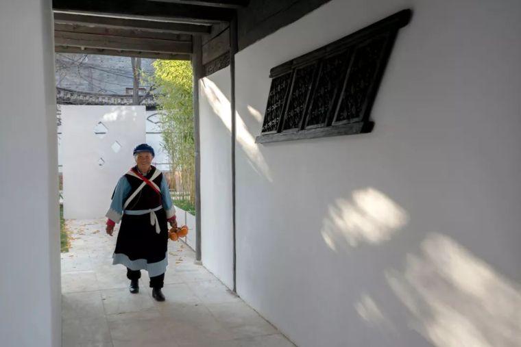 独特而古老的木质结构民宿酒店_3