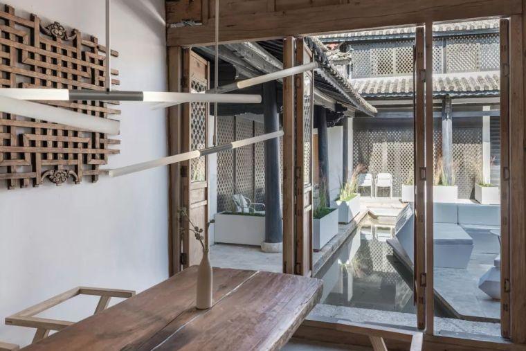 独特而古老的木质结构民宿酒店_8