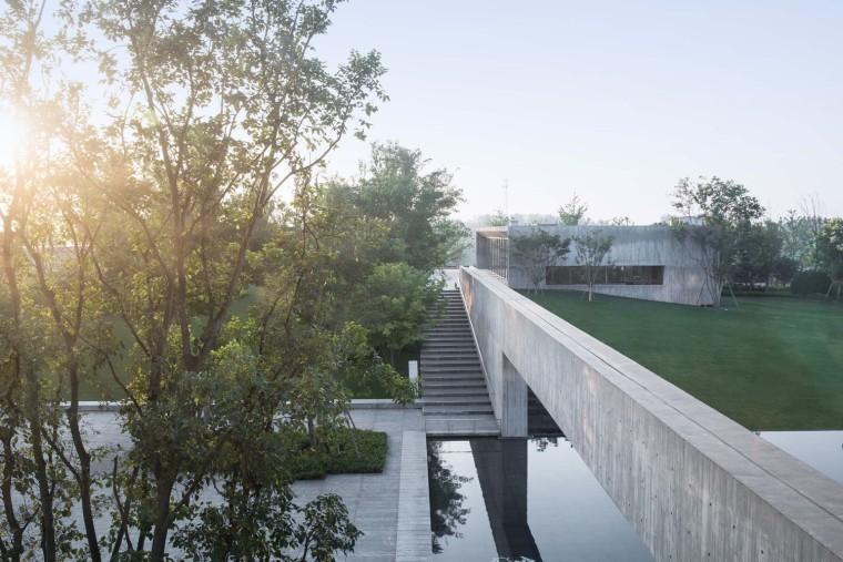 郑州普罗理想国艺术文化中心-12_主庭院与连廊