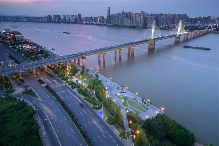 7-Changsha-Xiang-River-West-Bank-Commercial-Tourism-Landscape-Zone-China-by-GVL-960x639