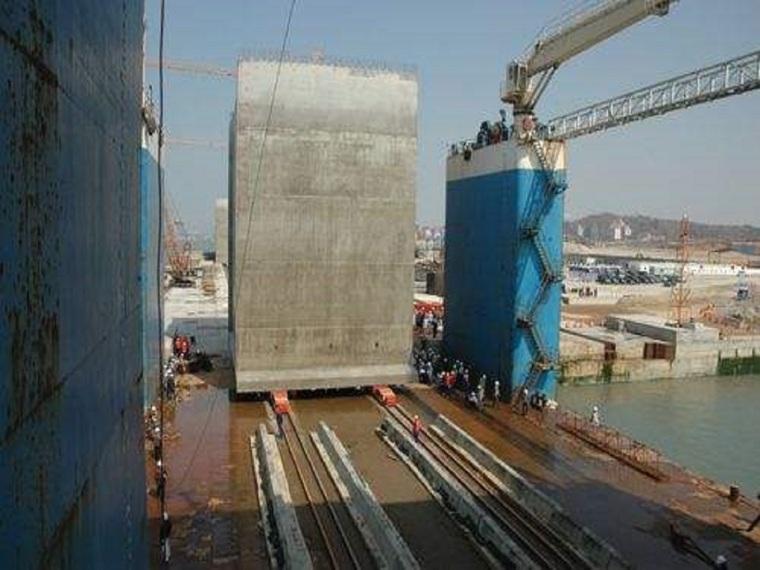 沉箱出运安装施工方案(40页,图文丰富)