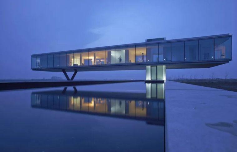 矩形落地窗别墅建筑设计