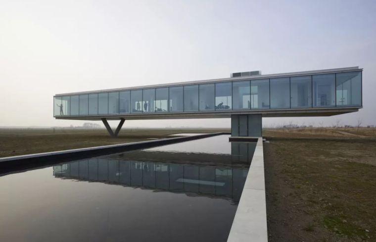 矩形落地窗别墅建筑设计_3