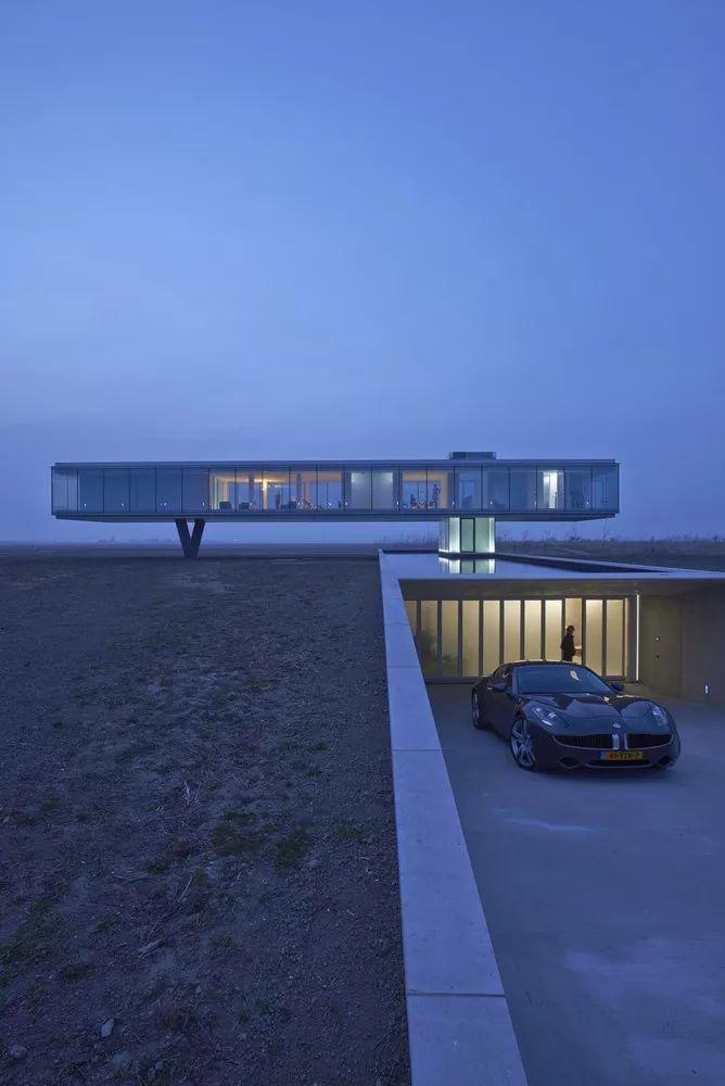矩形落地窗别墅建筑设计_2