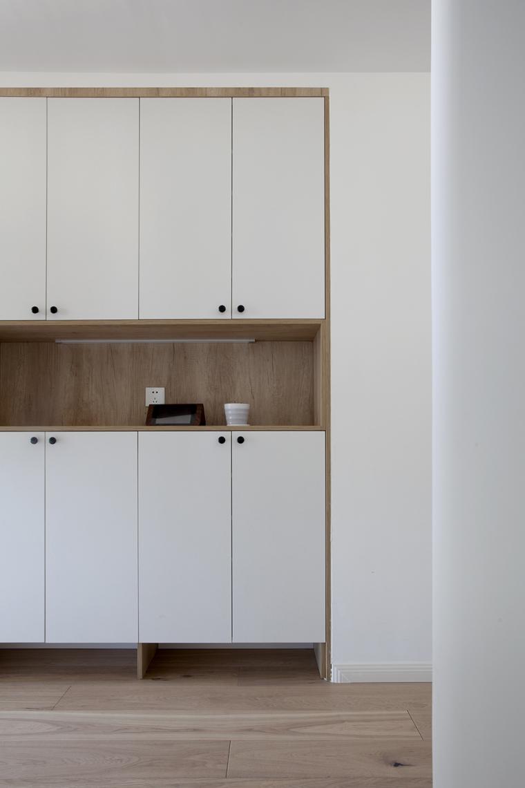 三段式8m储物墙,长条客厅的高效利用法