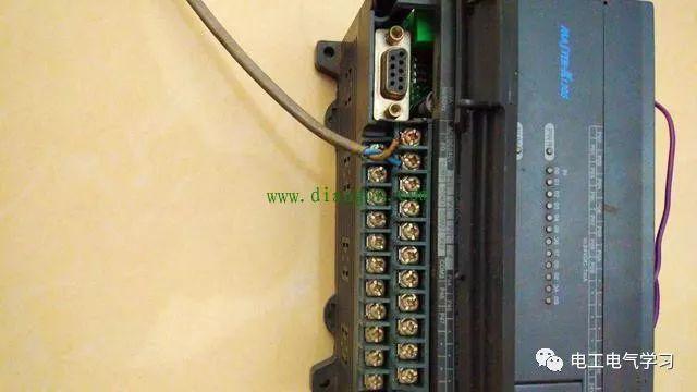 PLC零基础入门讲解,如何根据手册和图纸,实现输出接线
