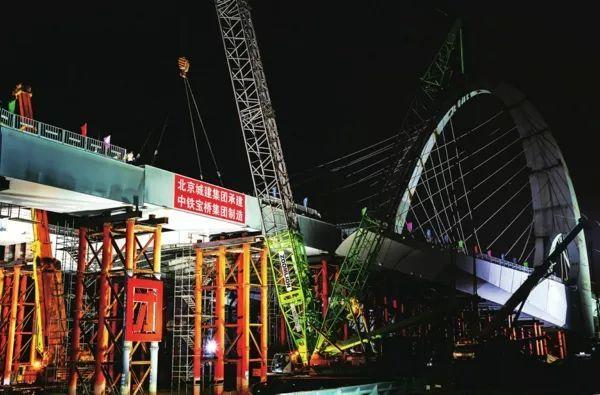全国最宽钢桥梁——新首钢大桥已实现钢梁贯通,钢