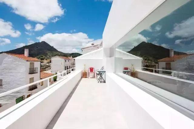 我不在意它的装修,但羡慕这阳台和屋顶!_8