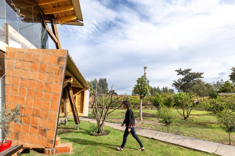 厄瓜多尔飞瓦小屋-_M80FB_1