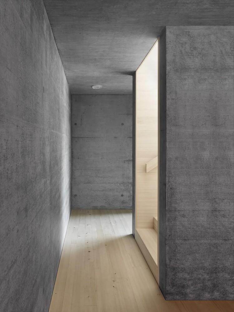 奥地利旷野中的住宅-Corridor_Ground_Floor_Haus_am_Moor