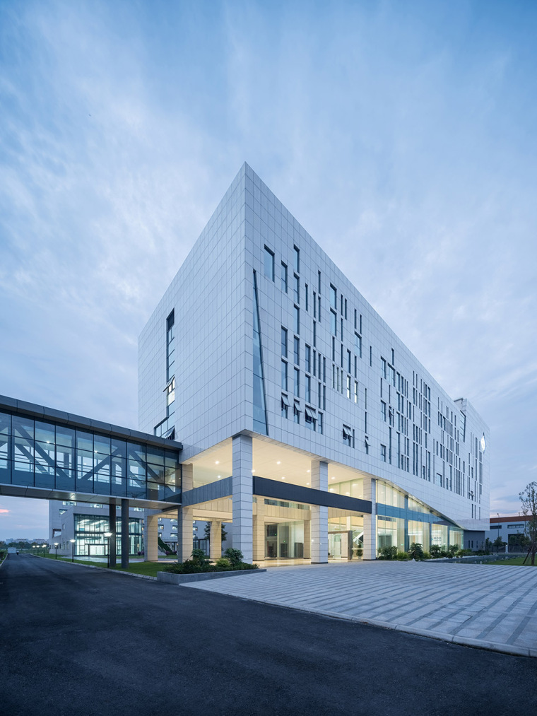 60-the-first-stage-production-base-of-chengdu-chipscreen-medicine-industry-china-yuanism-architects-cpidi