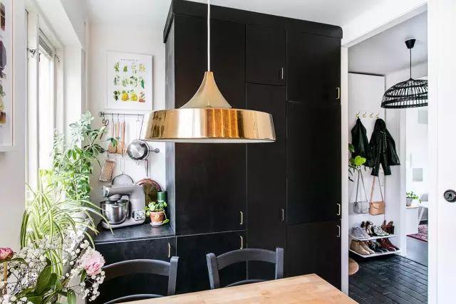 50㎡的小公寓,卧房、客厅、卫浴、厨房、饭厅全都有!_11