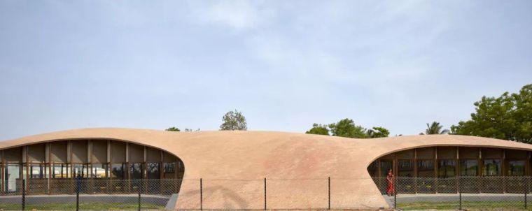 旅游公共建筑设计:印度砖拱学校图书馆/加泰罗尼亚砖拱_3