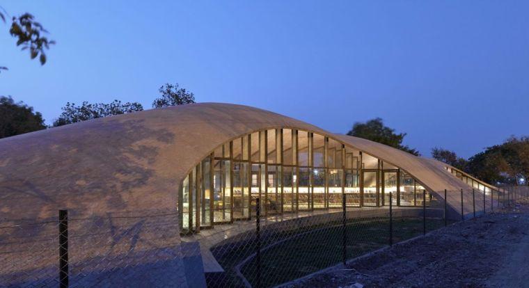 旅游公共建筑设计:印度砖拱学校图书馆/加泰罗尼亚砖拱_4