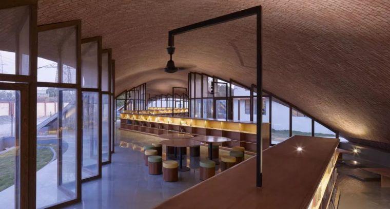 旅游公共建筑设计:印度砖拱学校图书馆/加泰罗尼亚砖拱_7