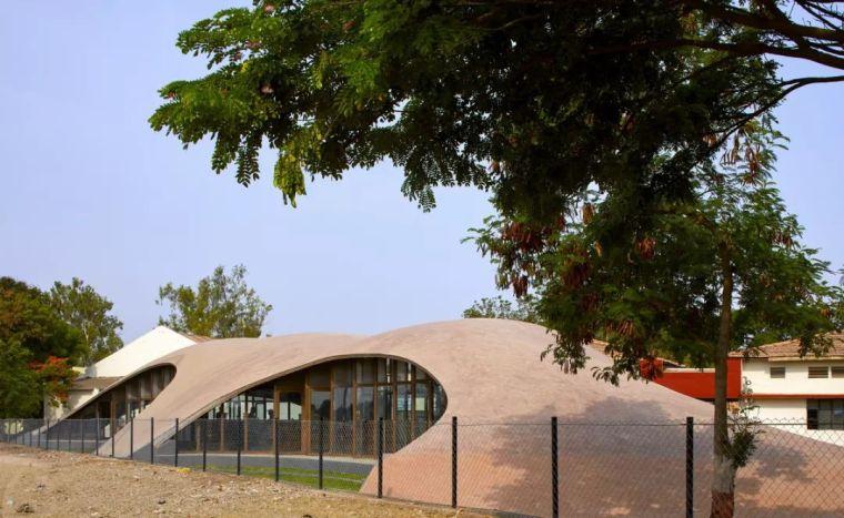 旅游公共建筑设计:印度砖拱学校图书馆/加泰罗尼亚砖拱_5
