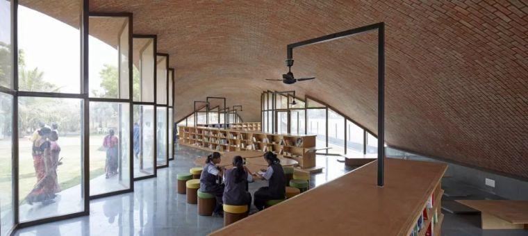 旅游公共建筑设计:印度砖拱学校图书馆/加泰罗尼亚砖拱_9