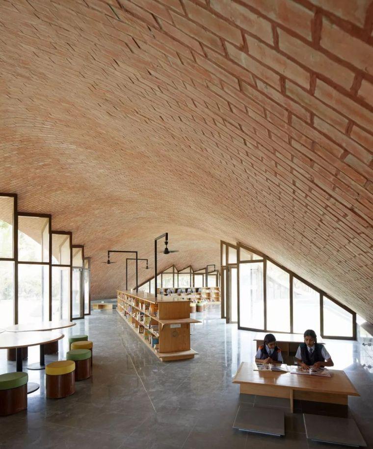旅游公共建筑设计:印度砖拱学校图书馆/加泰罗尼亚砖拱_11