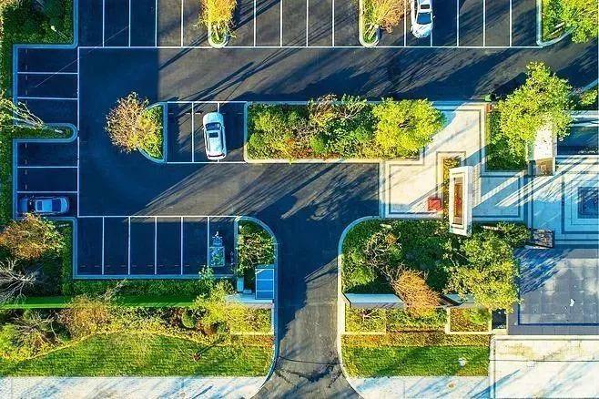来点趣味性的停车场