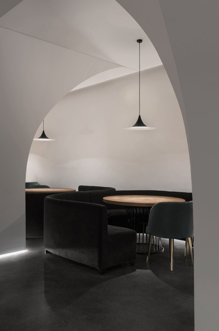 充满极简灰色调的餐厅-1566351861379279