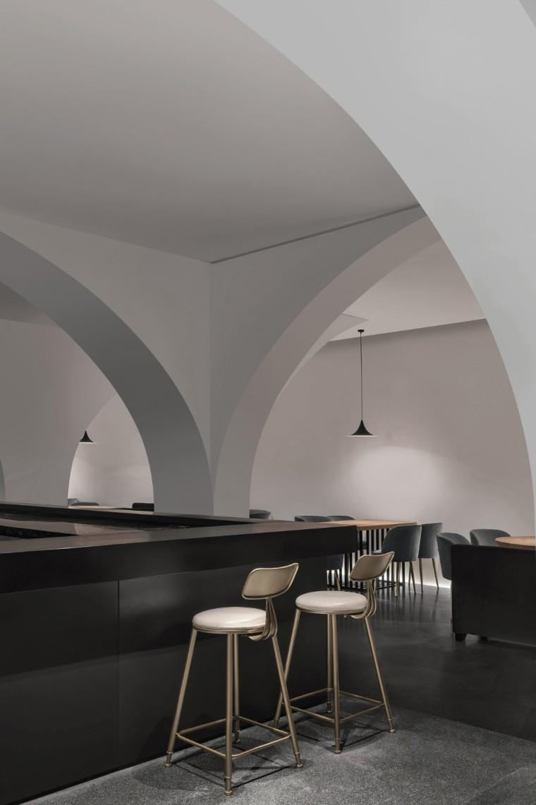 充满极简灰色调的餐厅-1566351865988856