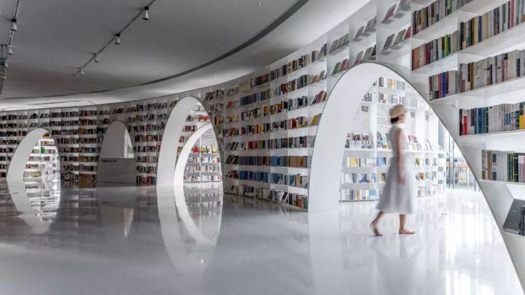 颜值高度海拔239米的云端书店_9