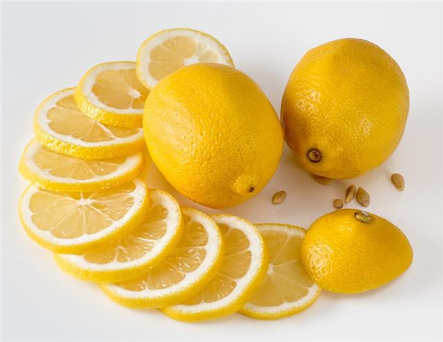 柠檬吃完籽不要丢,这样做,柠檬小清新盆栽-柠檬