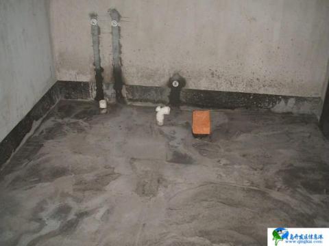 卫生间地面施工时标高未控制好,导致地面积水