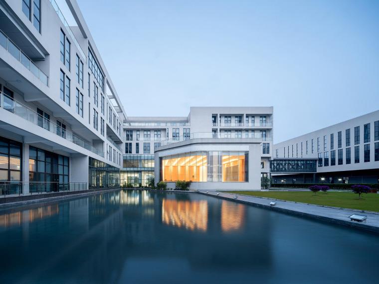 7天最热丨建筑周精选案例(8月19日~25日)-52-the-first-stage-production-base-of-chengdu-chipscreen-medicine-industry-china-yuanism-architects-cpidi