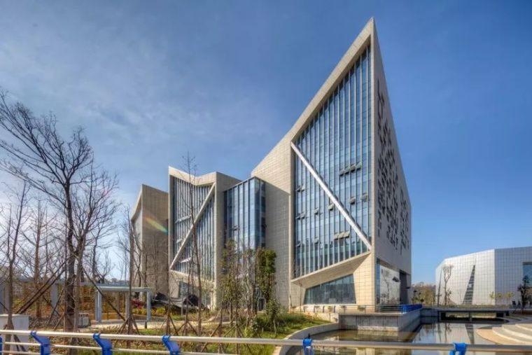 公共文化建筑设计:曲靖市文化中心图书馆/