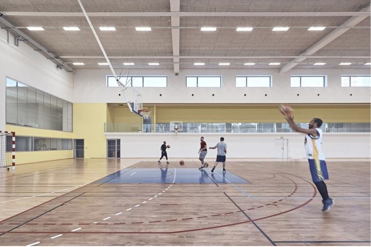 法国EspacePompidouGymnasium健身房-Enia_architectes-Espace_Pompidou_-_Courbevoie-Epaillard_Machado_2_ArchDaily