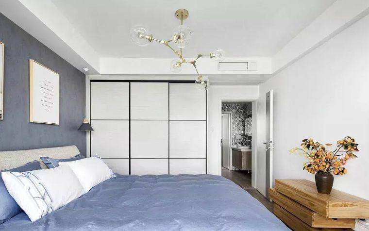 入墙式衣柜,既能节省空间,又能让卧室更美