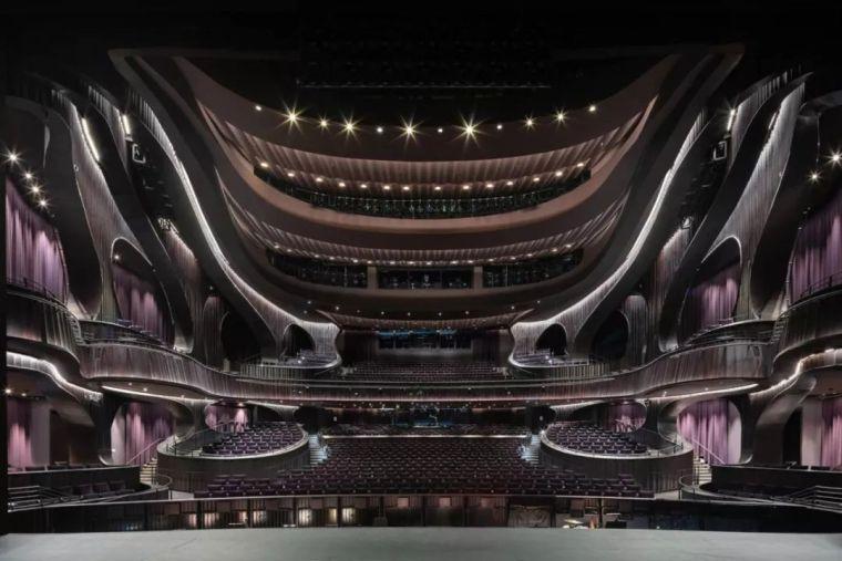 扩建丨马厩改造成剧院,并获设计大奖