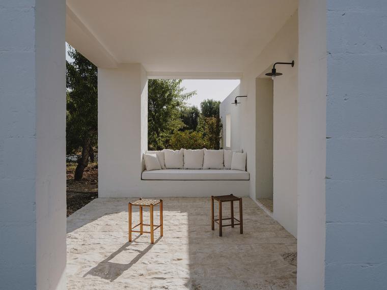 024-villa-cardo-by-studio-andrew-trotter
