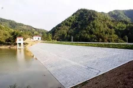 土石坝坝坡滑动破坏加固技术