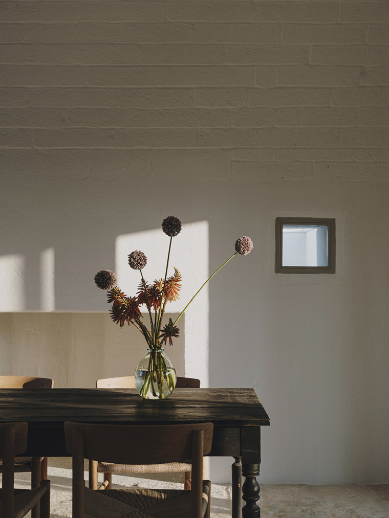035-villa-cardo-by-studio-andrew-trotter