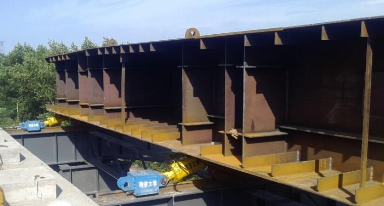 [论文]高架桥跨铁路钢箱梁顶推施工技术