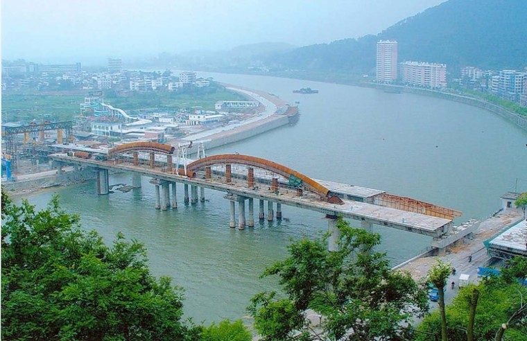 [论文]中国桥梁顶推综述