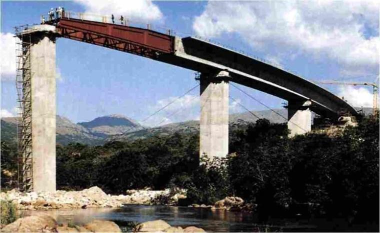 连续梁桥顶推施工技术、工艺与配筋特点