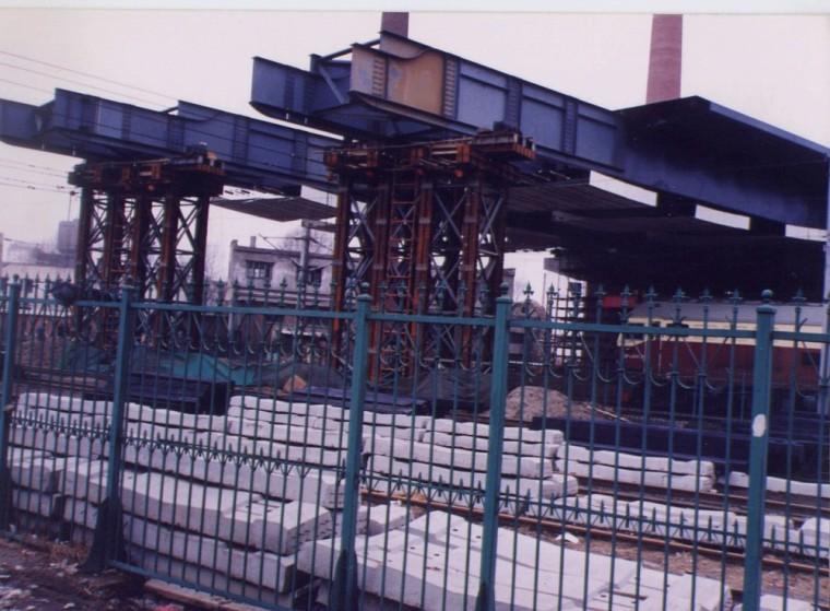 铁路钢梁顶推施工技术方案