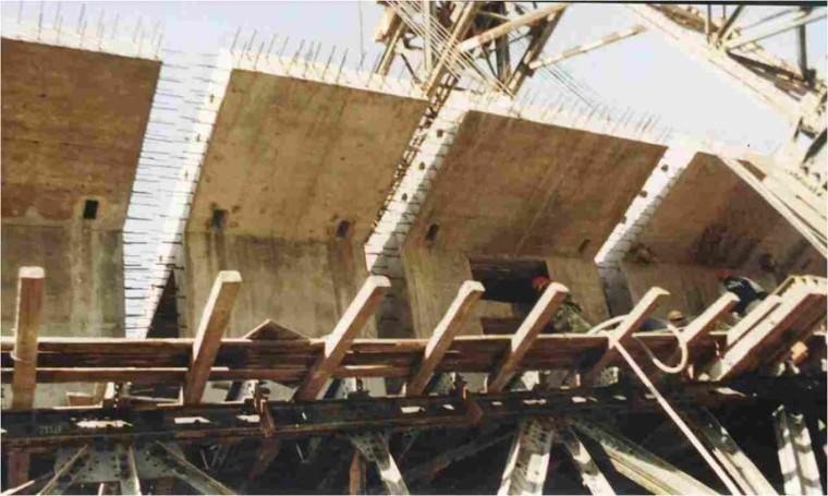 连续梁桥顶推法施工技术与控制