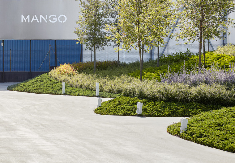010-Landscape-Project-for-HANGAR-THE-LINE-DESIGN-CENTER-by-AELAND